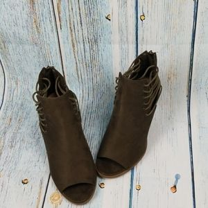 NWT BAMBOO BARRACUDA ANKLE BOOTS